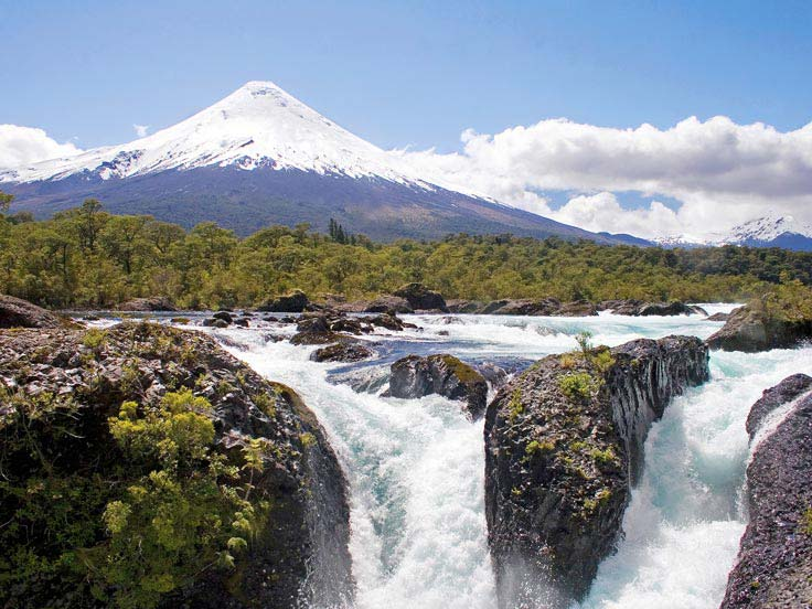 The impressive Petrohue Falls against the backdrop of Osorno Volcano © Claudio F. Vidal - www.fsexpeditions.com
