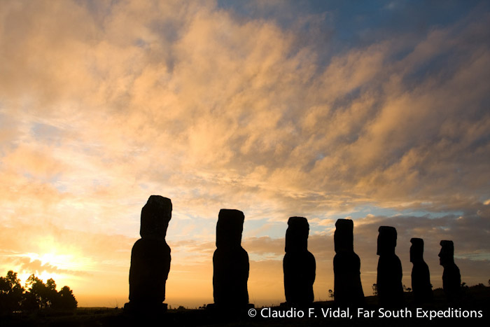 Ahu Akivi, Easter Island (Rapa Nui), Chile © Claudio F. Vidal, Far South Expeditions